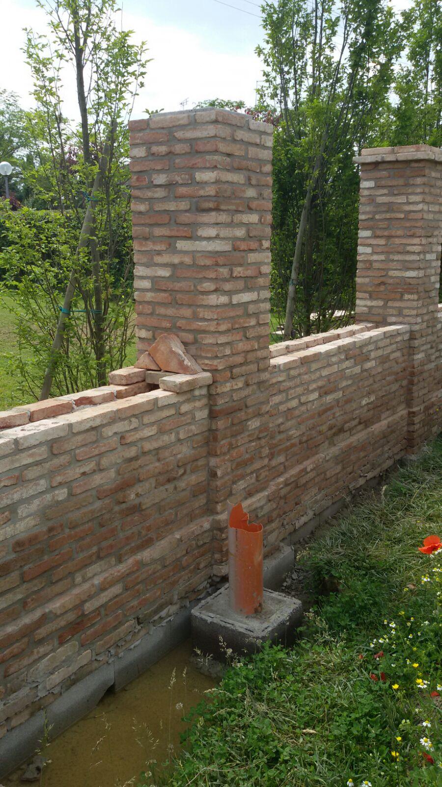 Muro di confine recuperato con mattoni d 39 epoca recupero for Mattonelle da muro
