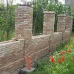 Muro di confine recuperato con mattoni antichi epoca da recupero materiali 14