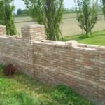 Muro di confine recuperato con mattoni antichi epoca da recupero materiali 15