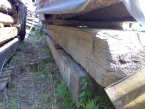 travi in legno antico quadtrate tonde da recupero materiali 03