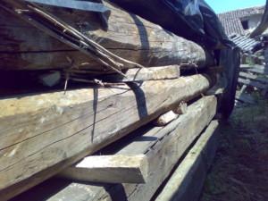 travi in legno antico quadtrate tonde da recupero materiali 04
