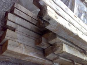 travi in legno antico quadtrate tonde da recupero materiali 06