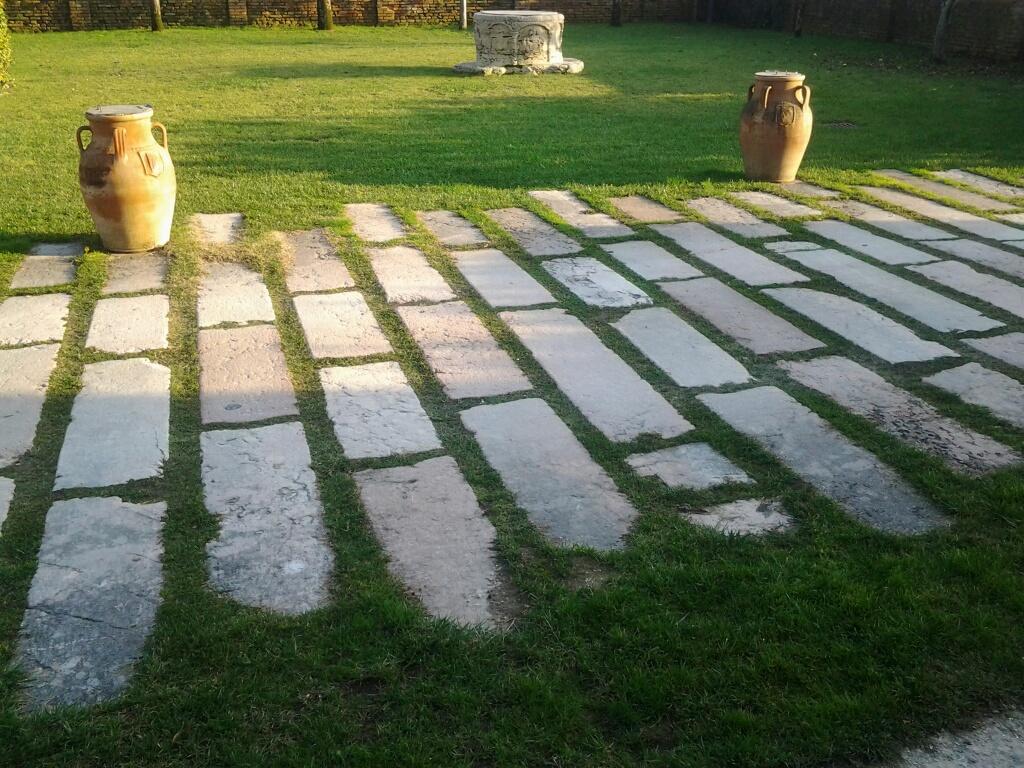 utilizzo di materiali vecchi di recupero per pavimentazione 11