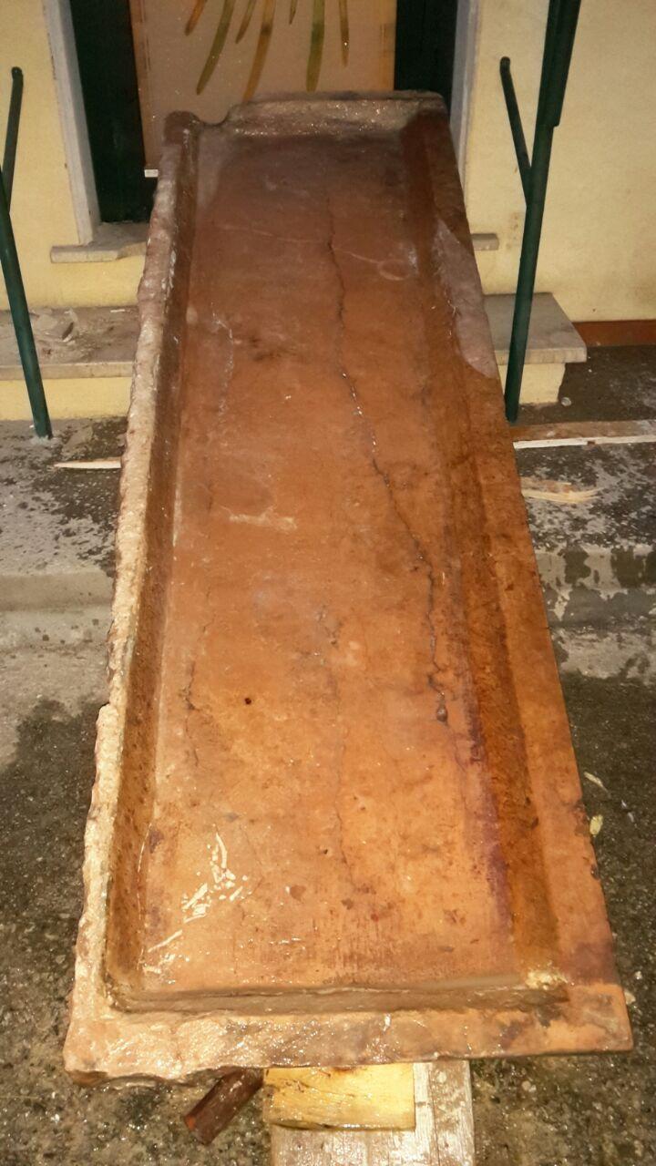 lavello in marmo rosso di Asiago - Recupero Materiali
